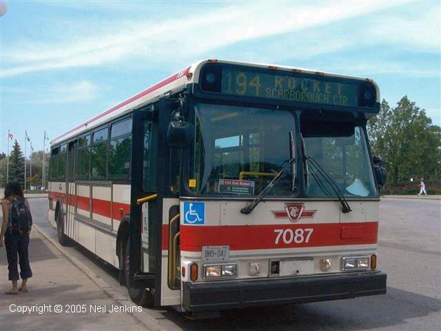 El juego de las imagenes-http://transit.toronto.on.ca/bus/routes/images/TTC7087_194_Zoo-06-22-03.jpg
