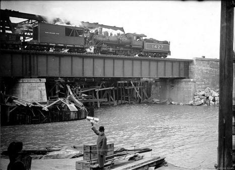 Humber Bay bridge original construction.jpg