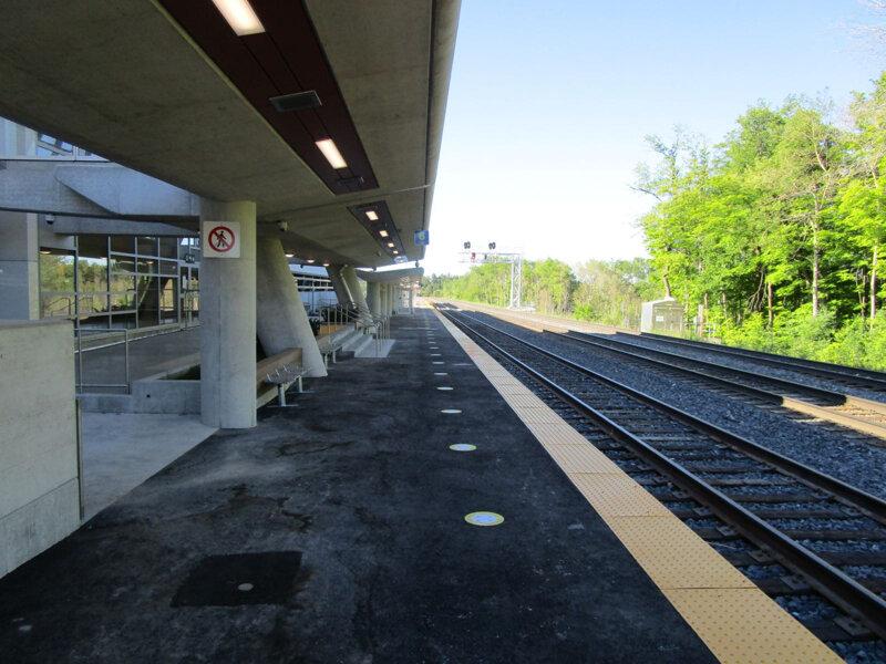 Bloomington GO Station platform.jpg