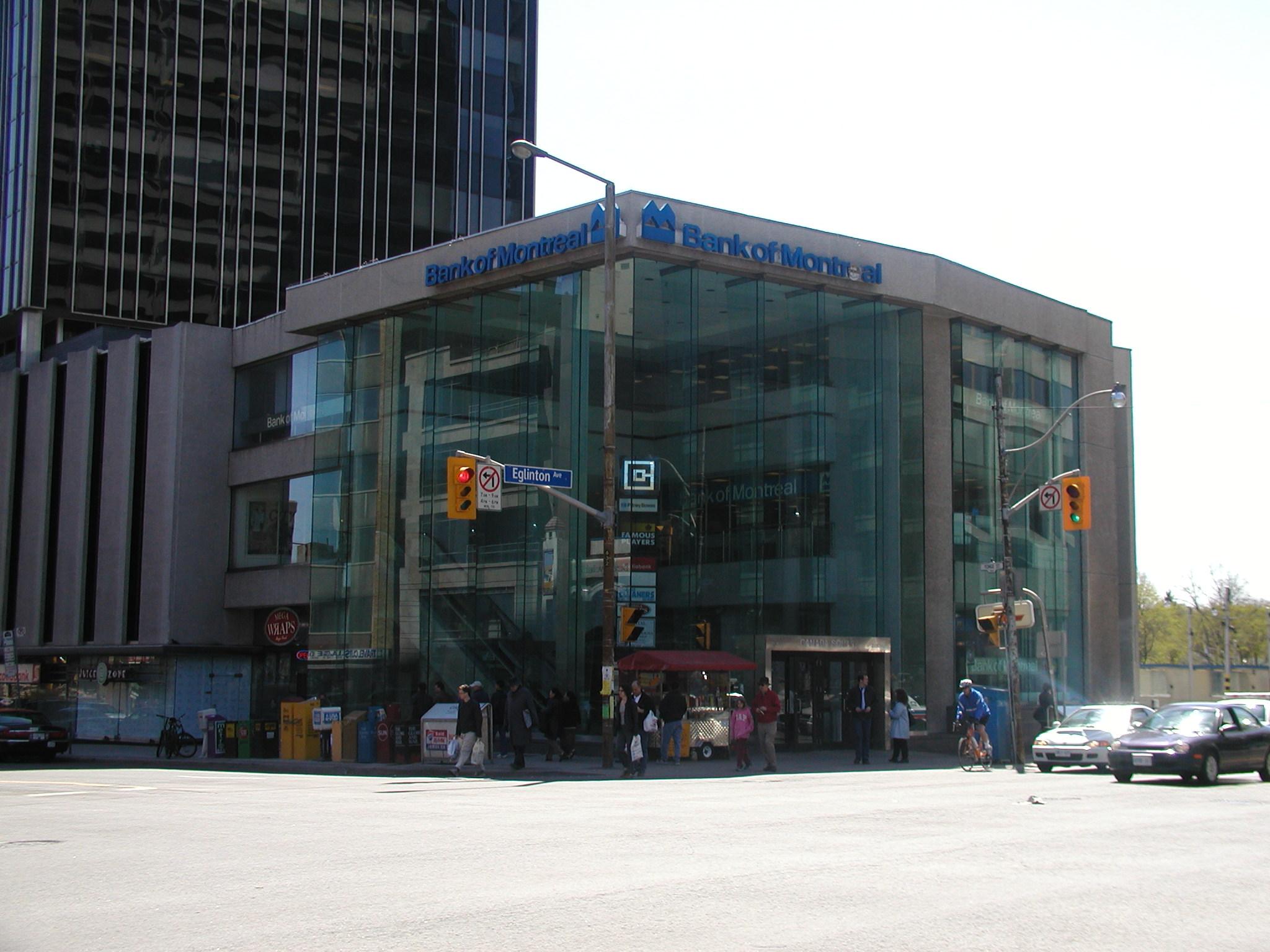 A Photo Tour of Eglinton Station on May 3, 2003 - Transit Toronto