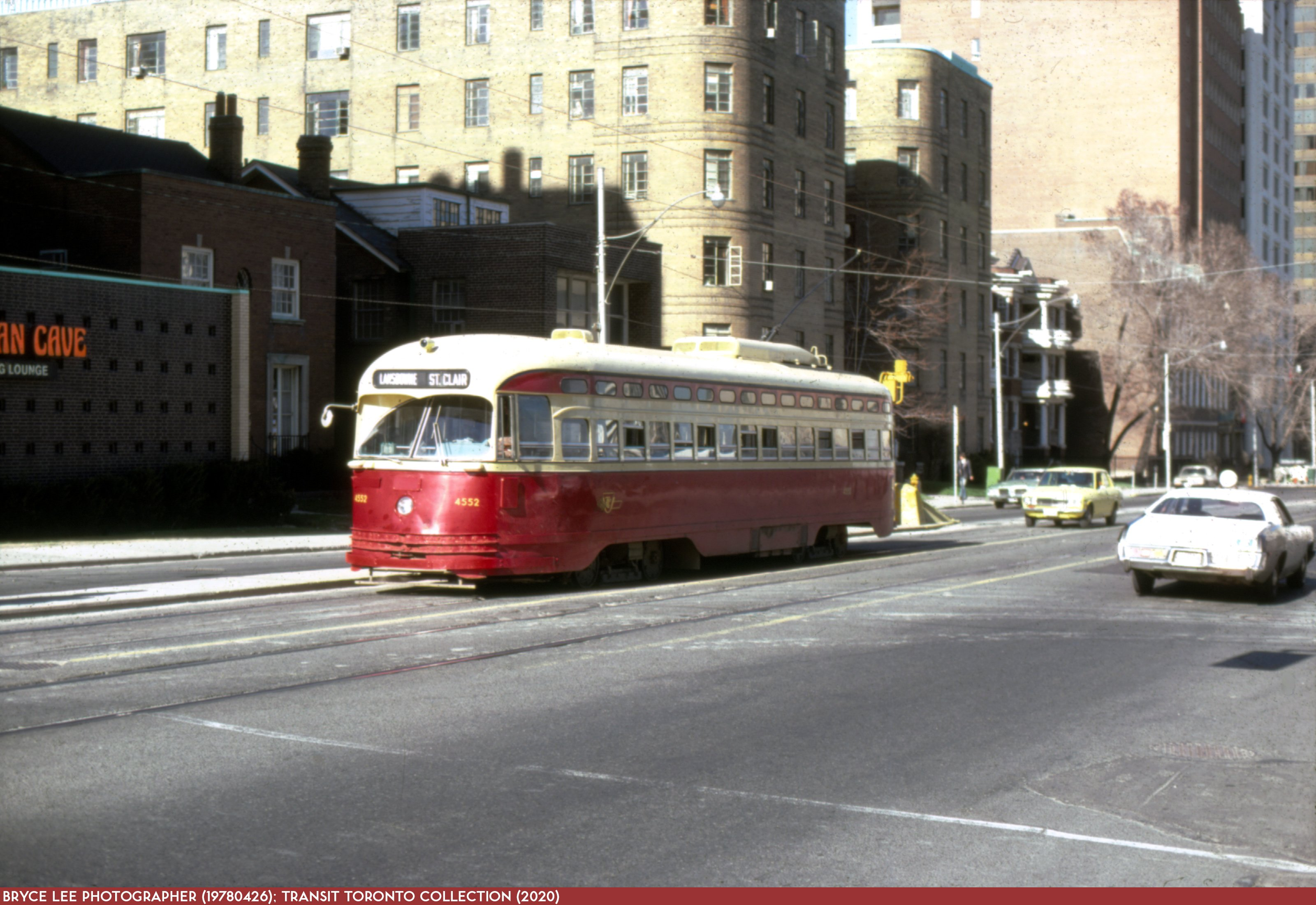 19780426 - 512 St. Clair - 4552 WB at Deer Park